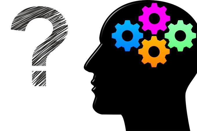 מבחן אישיות - איך המוח עובד: מוח על גלגלי שיניים סימן שאלה ליד