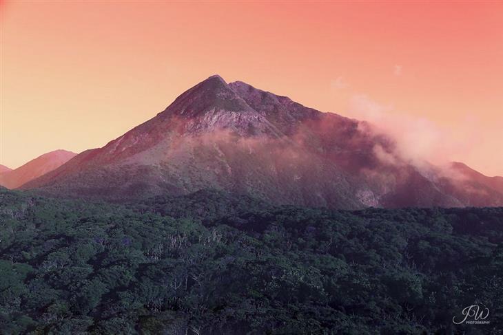 תמונות מרגיעות: הר עוף החול באי לנטאו