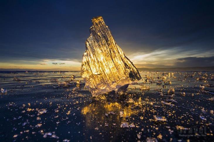 """תמונות מתחרות """"צלם הטיולים של השנה"""": קרחון על רקע שקיעת השמש"""