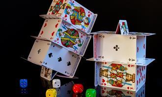 מבחן מצא את ההבדלים: בית קלפים קטן