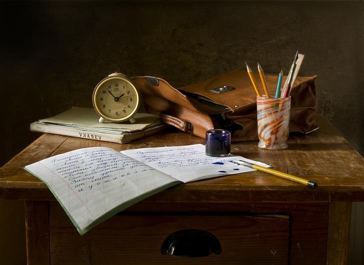 בית הספר של החיים: ציוד בית ספר על שולחן