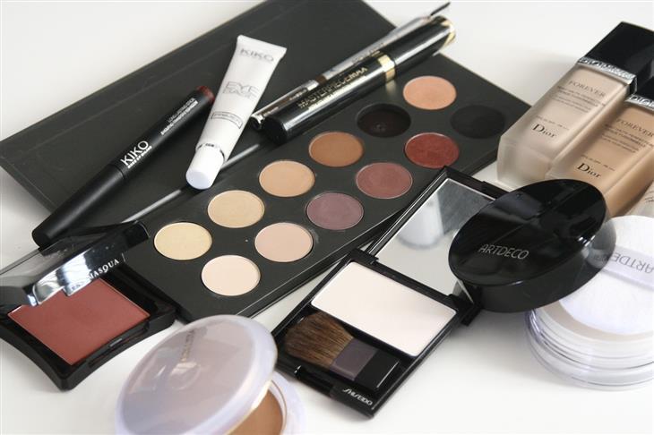 התאמת האיפור לפי גוון העור: ערכת עיפור