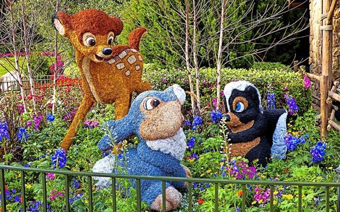מבחן דיסני: שלושה שיחים מעוצבים כדמויות מהסרט של במבי