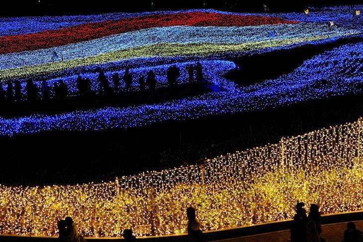תמונות מפסטיבל אורות החורף ביפן