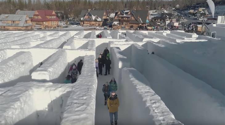 מבוך שלג ענק בעולם השלג בפולין: מבוך השלג מלמעלה