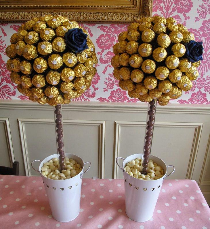 עיצובים מיוחדים של משלוחי מנות לפורים: משלוח מנות המעוצב כמו עץ של כדורי שוקולד עטופים