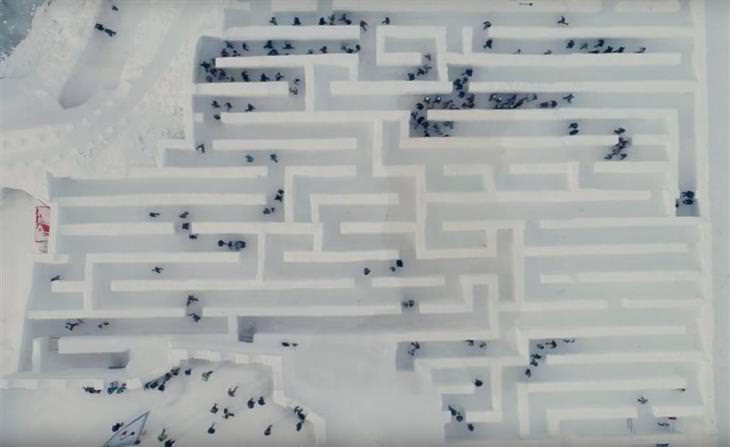 מבוך שלג ענק בעולם השלג בפולין: מבוך השלג ממבט על