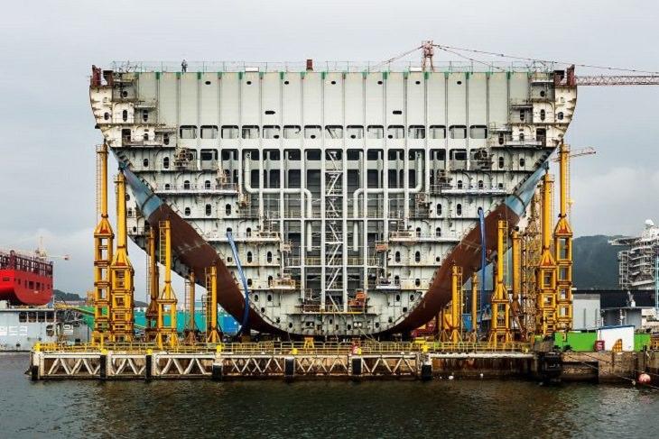 תמונות שחושפות איך דברים נראים מבפנים: אוניית המכולות הגדולה ביותר בעולם