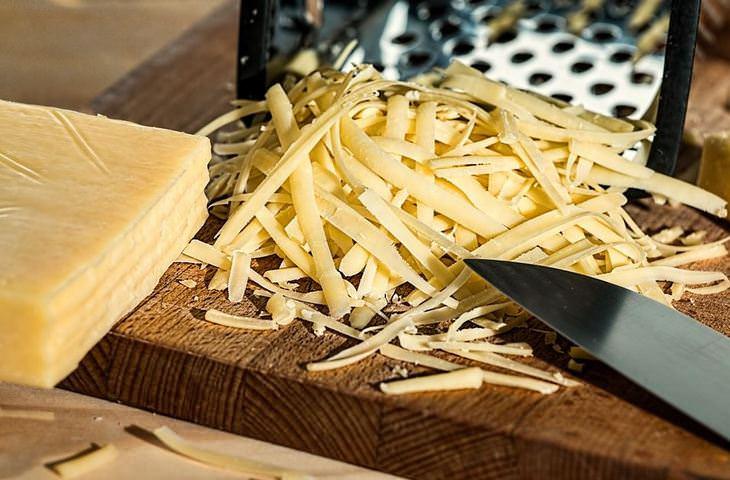טיפים למטבח: גבינה צהובה מגורדת
