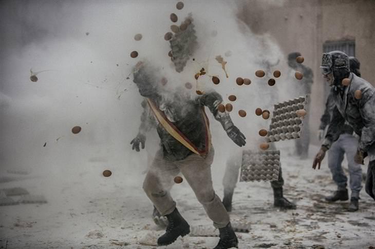 תחרות צילום של סוני: קרבות קמח וביצים באיטליה