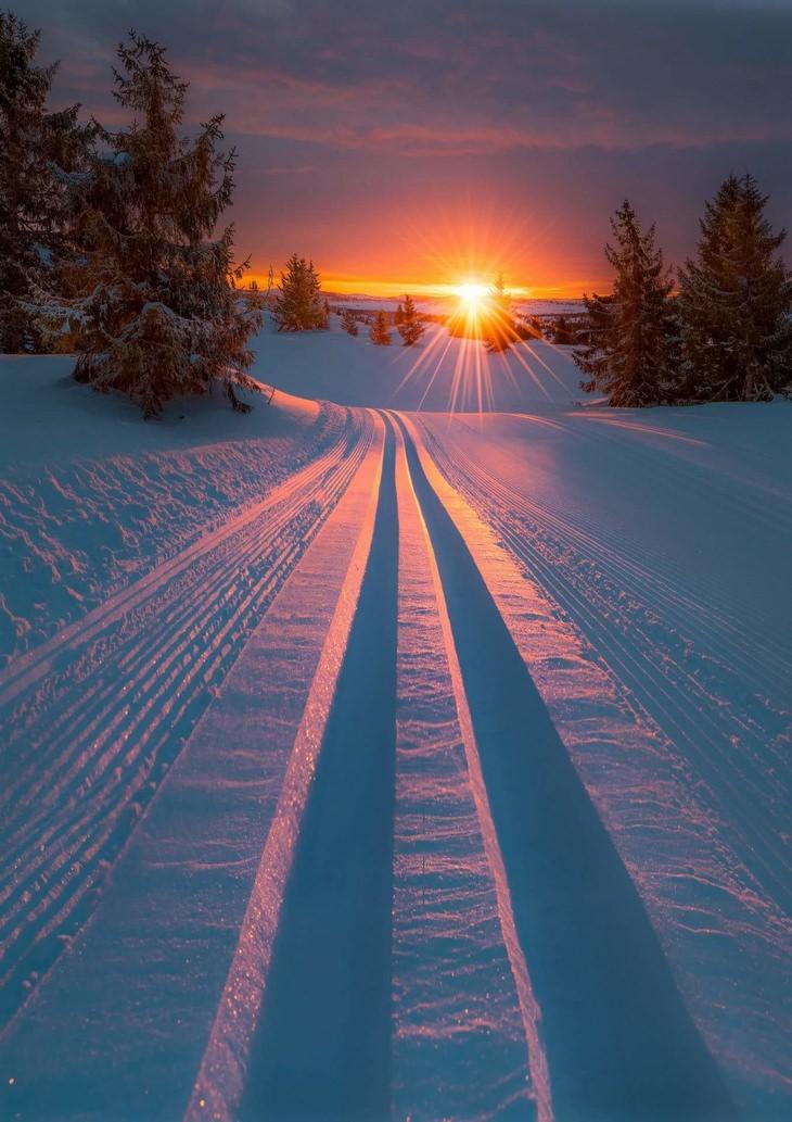 רגעים קטנים ומיוחדים: שקיעה בשלג
