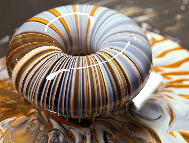 רגעים קטנים ומיוחדים: מאפה עם זיגוג מבריק וצבעוני