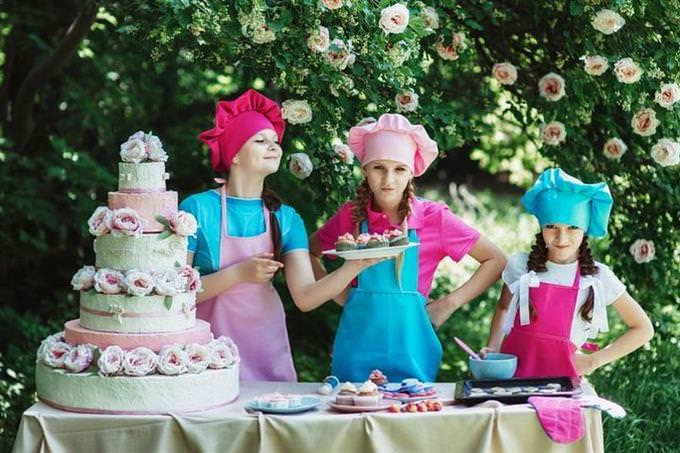 איזה הורה אתה: בנות עם כובע של אופים