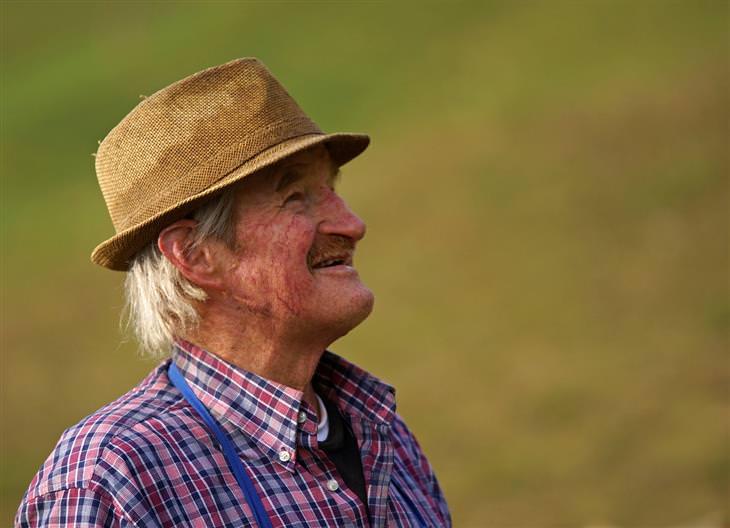 עקרונות לחיים טובים: איש מבוגר מחייך