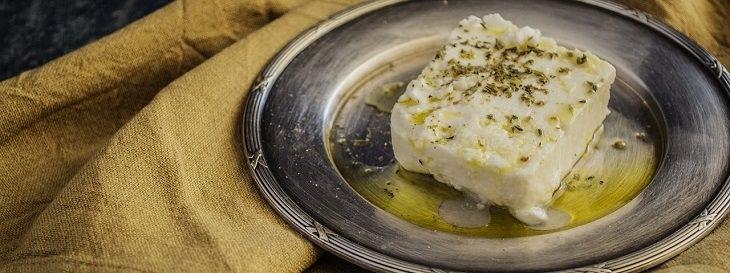 מאכלים שאסור לאכול מעבר לתאריך התפוגה שלהם: גבינה רכה