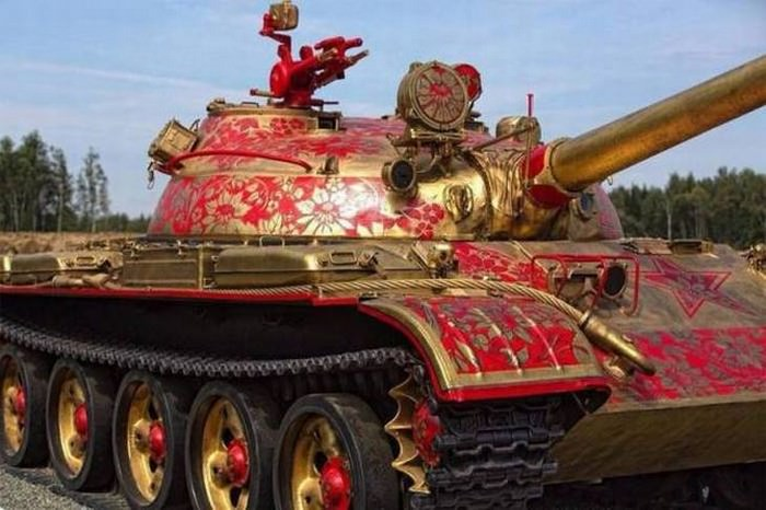 דברים מצחיקים שרואים ברוסיה: טנק מקושט