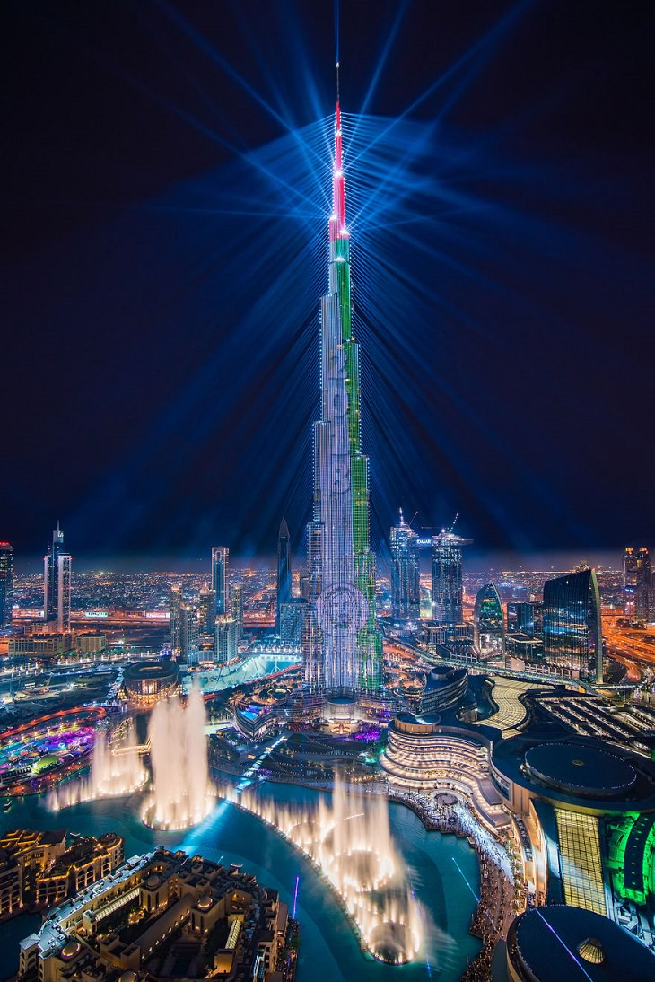 אירוע 2018 Light Up: הבורג' חליפה במהלך מופע האורות