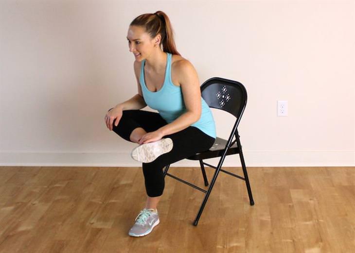 מתיחות שמונעות נזקים של ישיבה ממושכת: מתיחה לרגליים בישיבה