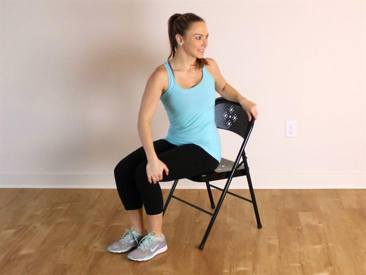 מתיחות שמונעות נזקים של ישיבה ממושכת: סיבוב גב