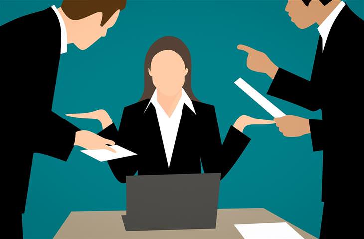 ארבעת סוגי הבוסים: איור של אישה ושני גברים מדברים איתה