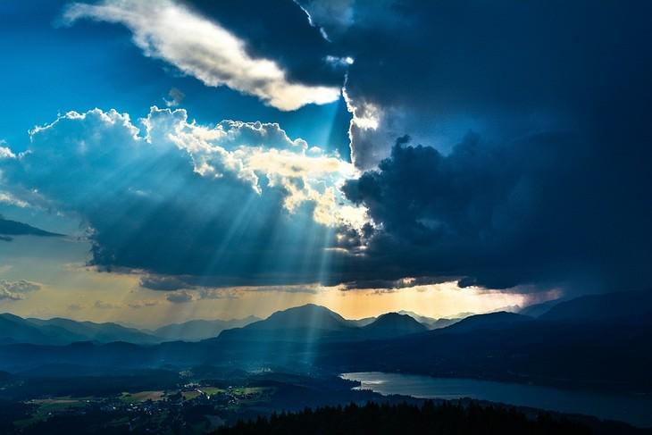 70 שנה לישראל, דוד אשל - קרני שמש מבעד לעננים