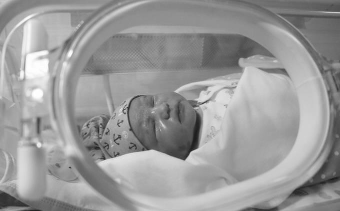 מבחן טריוויה בעברית: תינוק באינקובטור