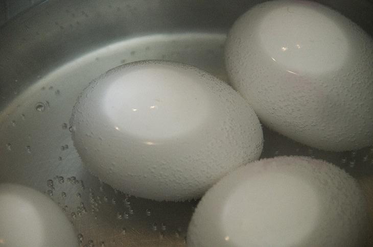 טיפים לבישול ואפייה: ביצה במים