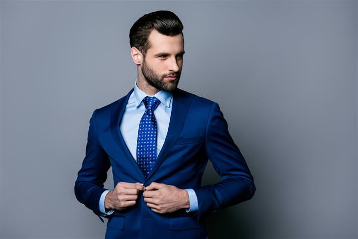 5 שלבים בדרך לחליפת חתן מושלמת: כחול נייבי - הצבע הראשון שפרץ את גבול השחור (איש בחליפה כחולה)