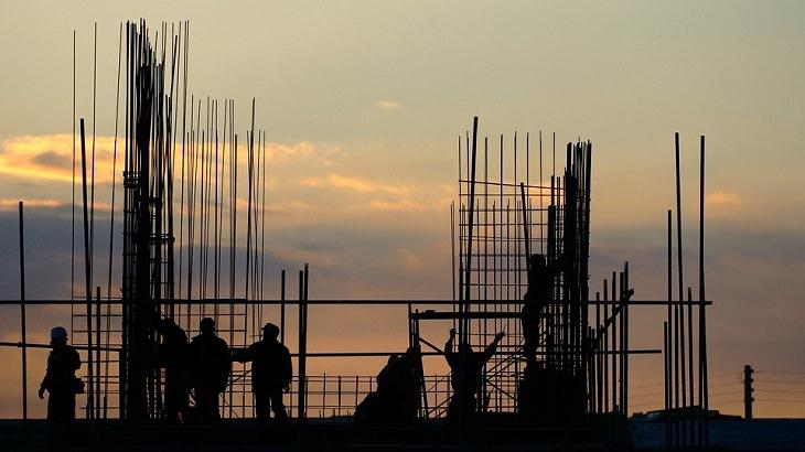 טיפים להתגברות על כישלון: עובדים באתר בנייה