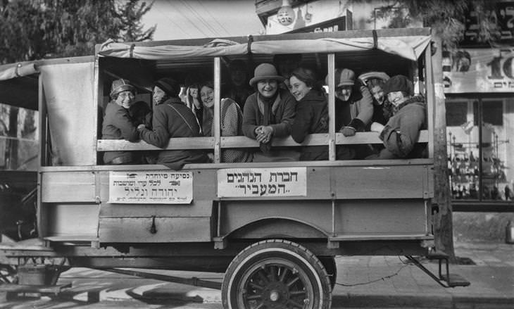 """תל אביב של פעם: אוטובוס טיולים של חברת """"המעביר"""""""
