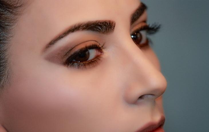 טיפים לאיפור וטיפוח: צילום תקריב של פנים