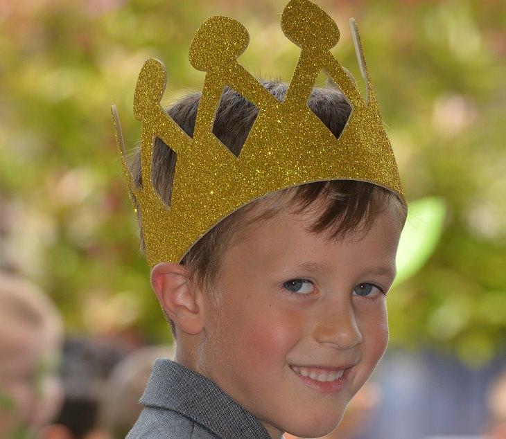4 שלבי גידול ילדים על פי הטיבטים: ילד עם כתר על הראש
