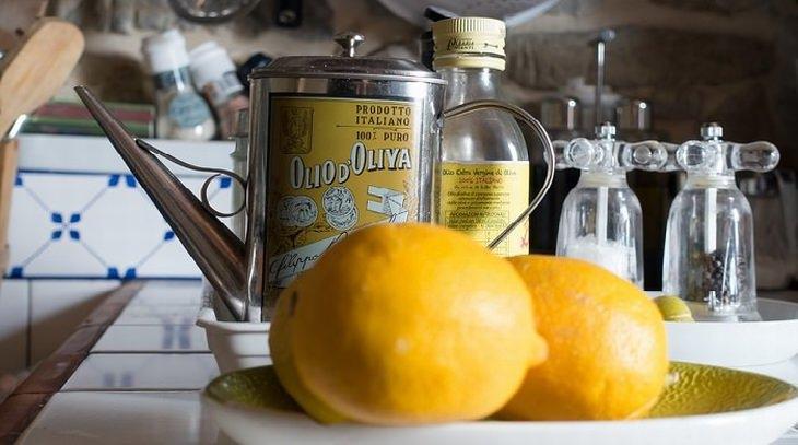 משקה טבעי לטיפול בכאבי ראש: לימונים