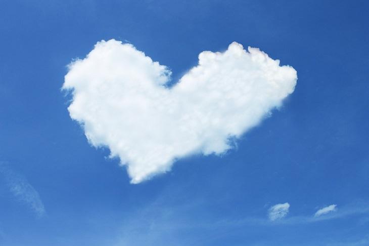 מאפיינים של זוגיות בריאה ומאושרת: ענן בצורת לב