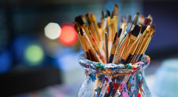 שיטות של פסיכולוגים להפגת מתח: מכחולים לציור