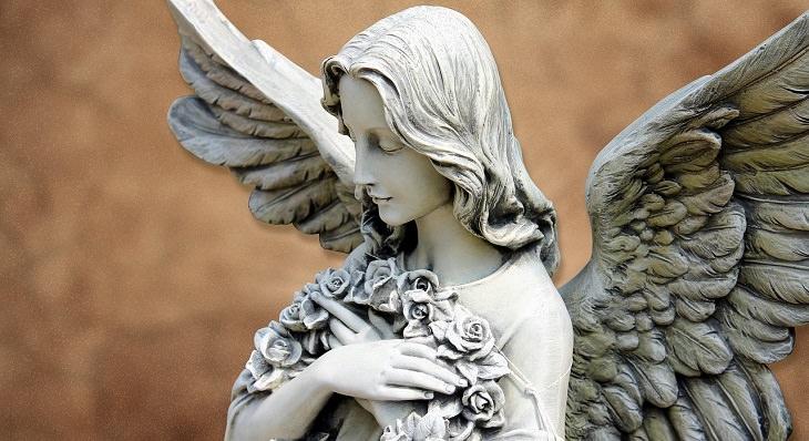 מאפיינים של זוגיות בריאה ומאושרת: פסל של מלאך