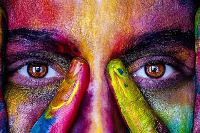 חידון עיניים: עיני אישה צבועה