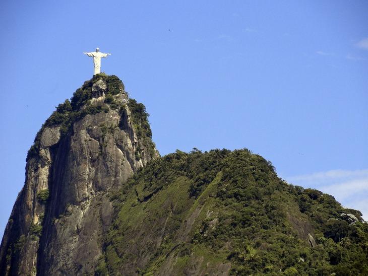 פסל: ישו בריו דה ז'נרו