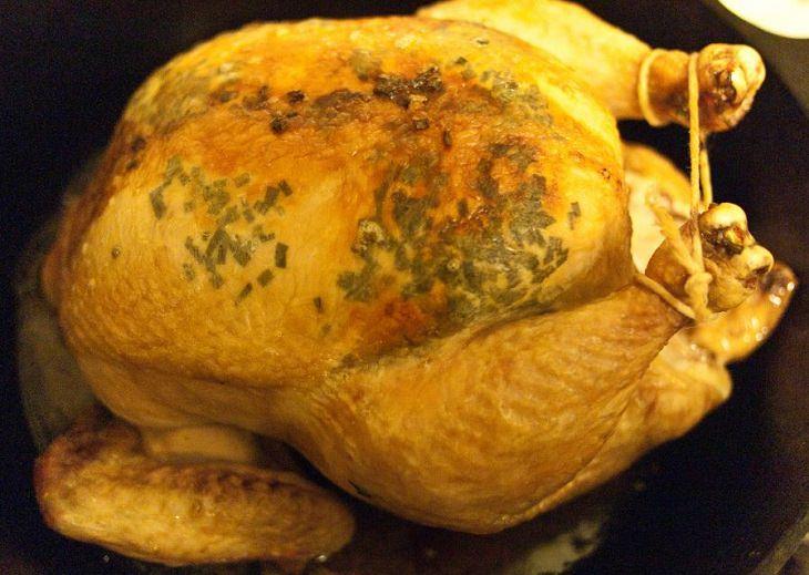 המדריך להכנת עוף: עוף צלוי קשור