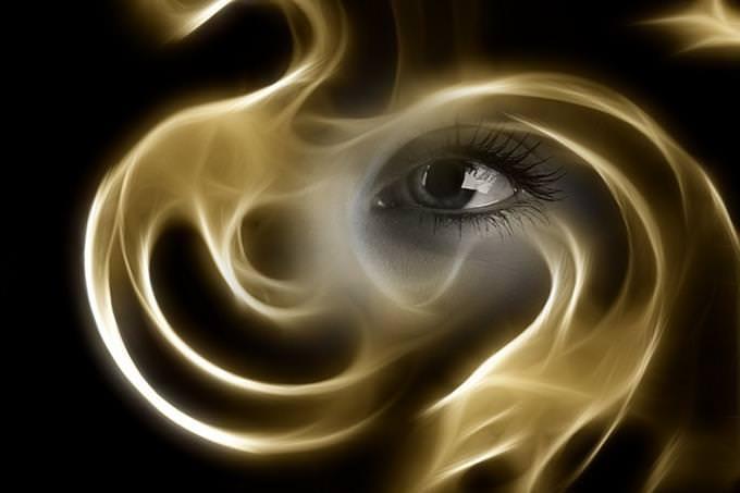 איזה עץ מסתתר באישיותך: עין מאחורי עשן מסתלסל