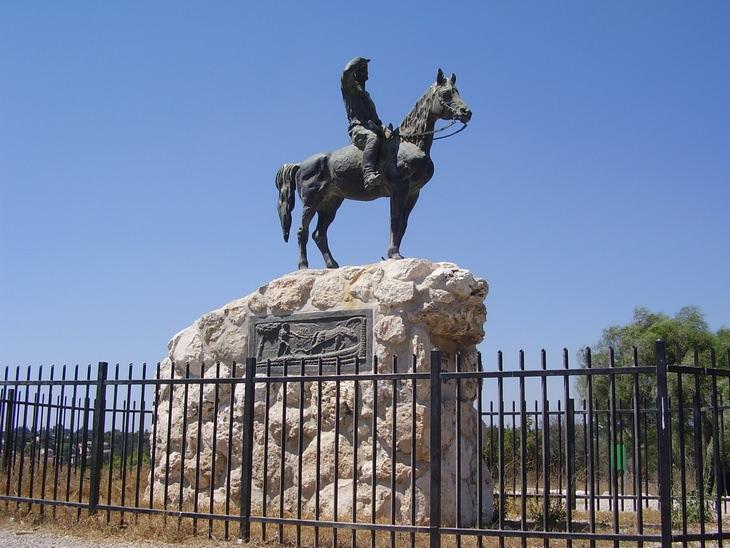 פסלים בישראל: אנדרטת אלכסנדר זייד
