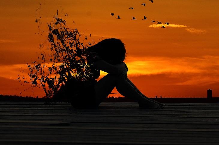 עצות להתמודדות עם דכאון: איור של אישה יושבת על רצפה ומתפרקת