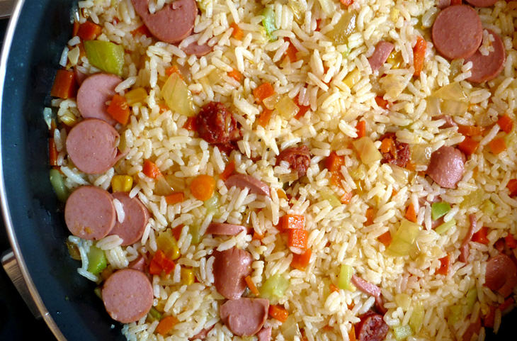 טיפים להכנת אורז: פילאף - אורז עם נקניקיות וירקות