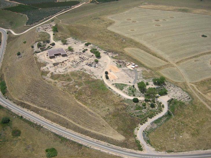אתרים היסטוריים: תל חצור