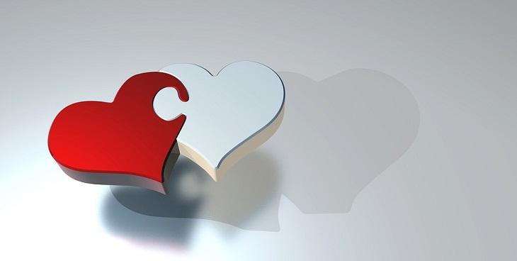 שאלות שחשוב לשאול את ההורים שלנו: איור של שני לבבות
