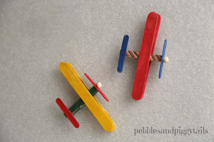 יצירות ומשחקים ממקלות עץ: מטוס