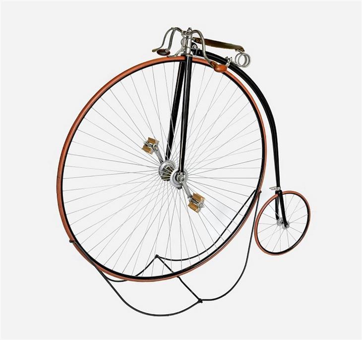יצירות אמנות: אופניים עם גלגל גבוה בהנעה ישירה ללא שרשרת