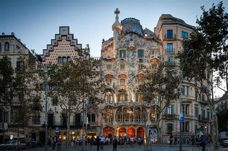 מסלול טיול שבועיים בספרד: בניינים בתכנון גאודי בברצלונה