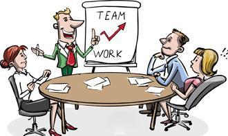 בחן את עצמך: אנשים יושבים סביב שולחן במשרד ומסתכלים על גרף