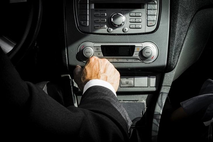 9 עובדות פסיכולוגיות: רדיו דיסק של רכב